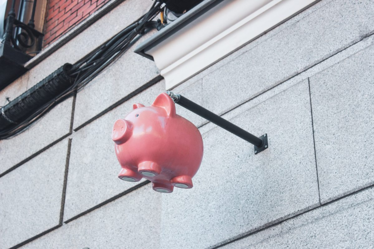 hanged pink pig coin bank
